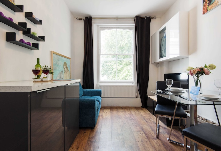 The Homely Westbourne Gardens Apartment - JCN, London