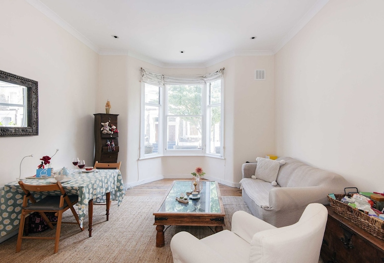 Bright Gratton Road Apartment - KV02, Londres