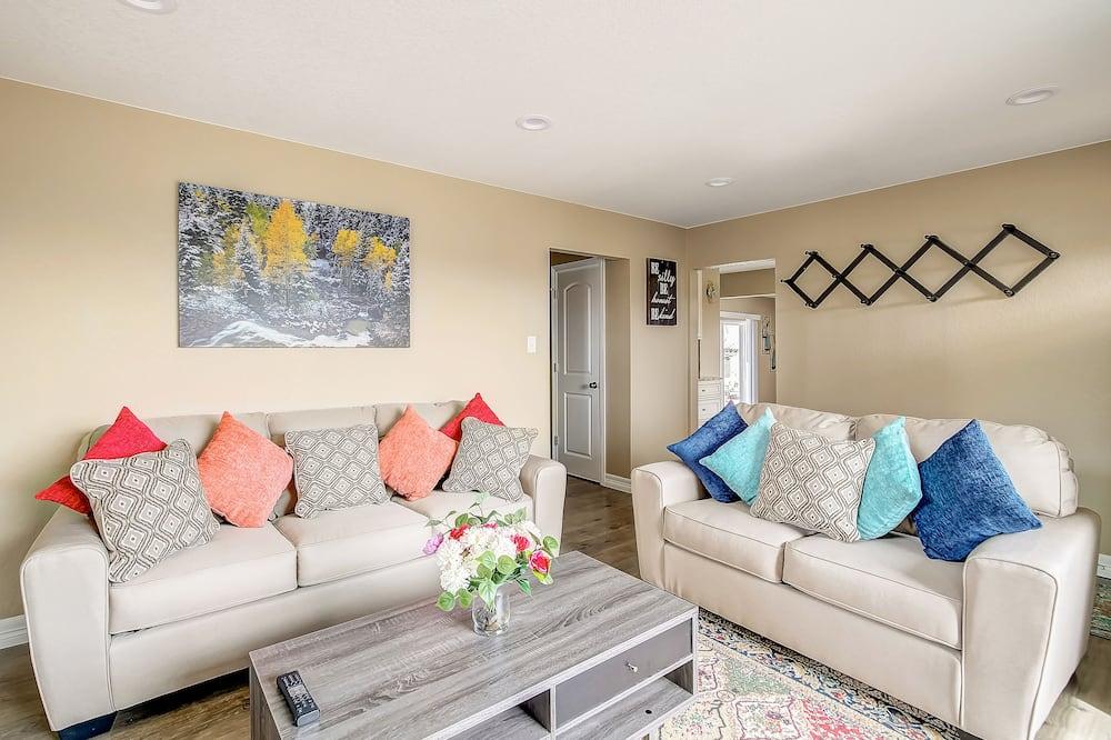 Nhà, Nhiều giường (Sunny 5 Bedroom House! Sleeps 12!) - Khu phòng khách