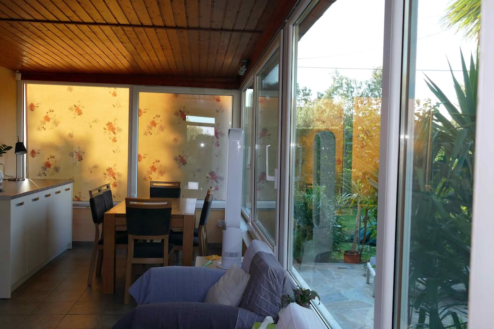Superior House, 3 Bedrooms, Terrace, Garden View - Living Area