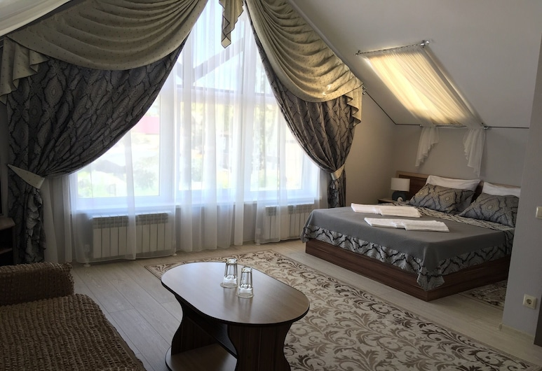 Ustyzhna Hotel, Ustyuzhna, Luxury Suite, 1 Queen Bed with Sofa bed, Non Smoking, Guest Room