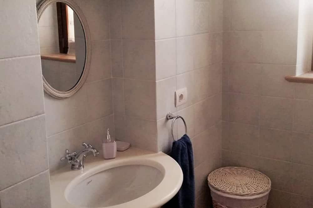 Habitación doble estándar, baño privado, vista al jardín - Baño