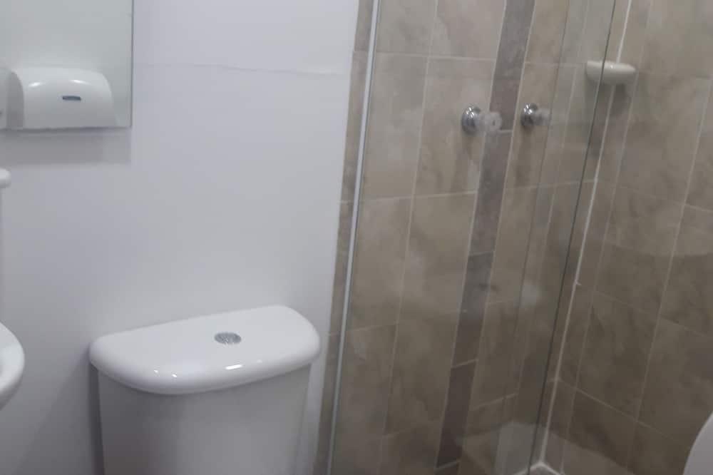Basic Single Room, 1 Large Twin Bed, Non Smoking - Bathroom