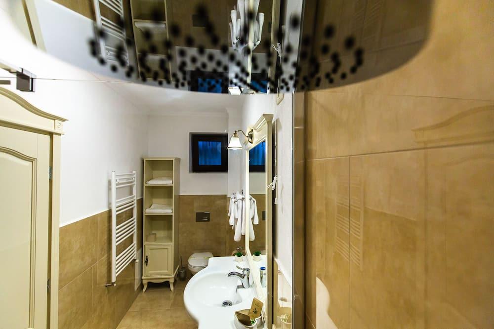 Deluxe Δίκλινο Δωμάτιο (Double), Μπαλκόνι, Θέα στην Πόλη (4*) - Μπάνιο