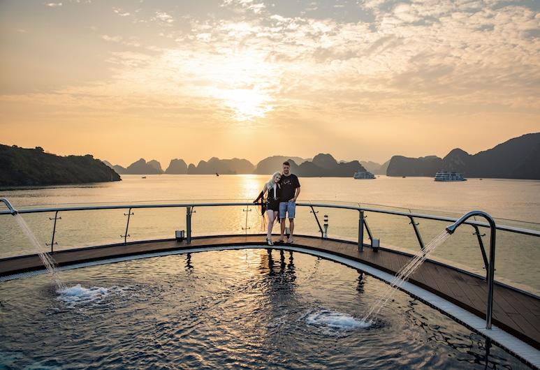 Stellar of the Seas, Hanoi, Infinity Pool