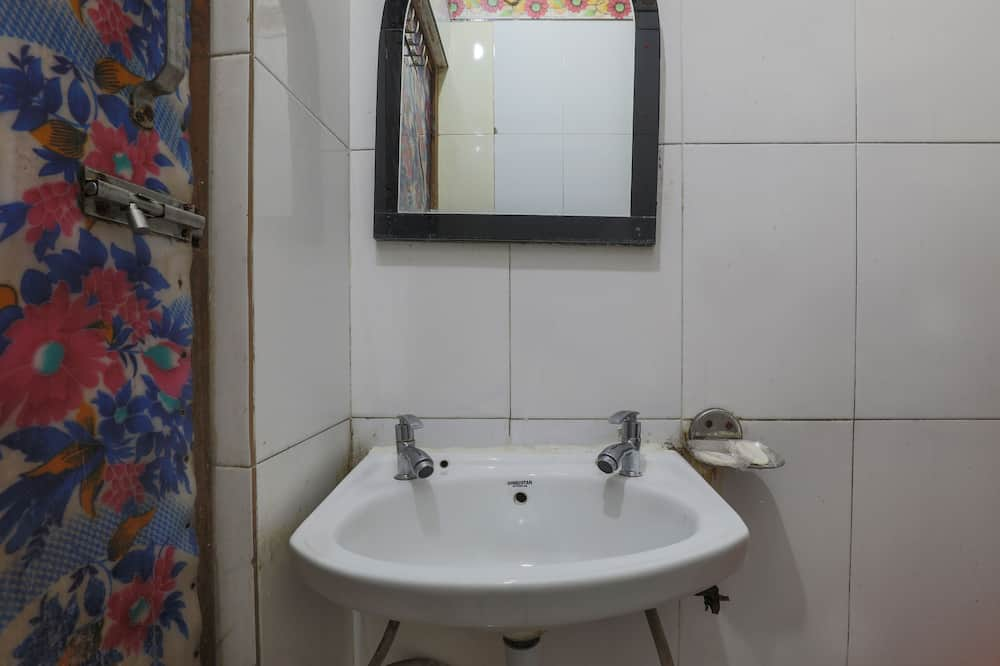 Deluxe Room, A/C - Bathroom
