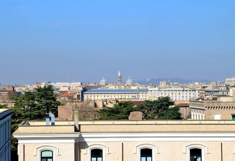 Sunny Halldis Apartment With Great View, Overlooking the City, Rome