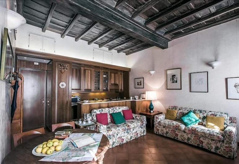 Cozy Halldis apartment with terrace, close to the Trevi Fountain, Rome