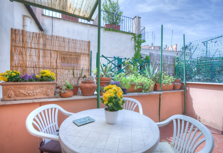 Charming Apartment With Terrace Right by Piazza del Popolo and Close to Piazza di Spagna, Rome, Apartment, Balcony