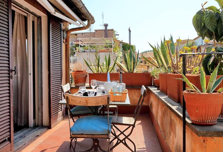 Delightful Apartment With a Terrace Close to Piazza Navona and Campo de Fiori, Rome, Apart Daire, Balkon