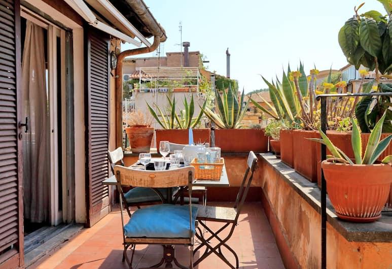 Delightful Apartment With a Terrace Close to Piazza Navona and Campo de Fiori, Rome, Apartment, Balcony