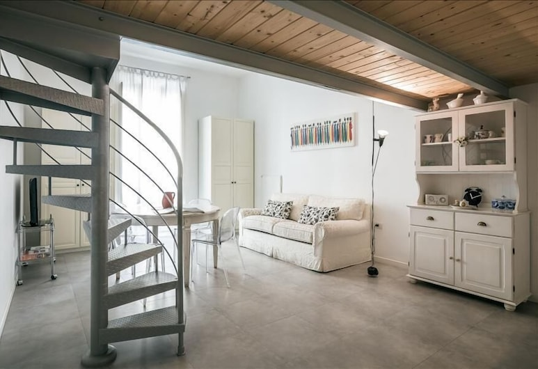 Bright Studio in Monti District, Rome, Area soggiorno
