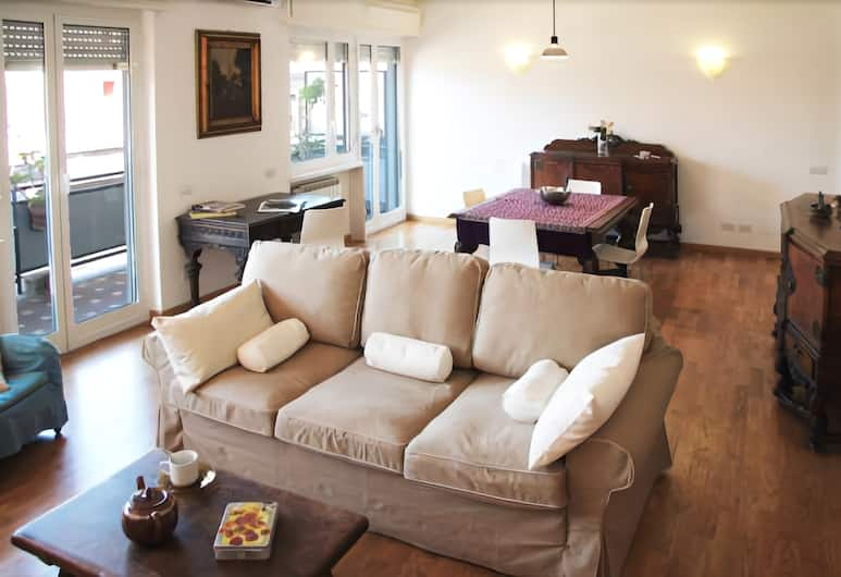 Spacious Halldis Apartment With 2 Balconies, Just 500m From Circo Massimo, Rome, Stue