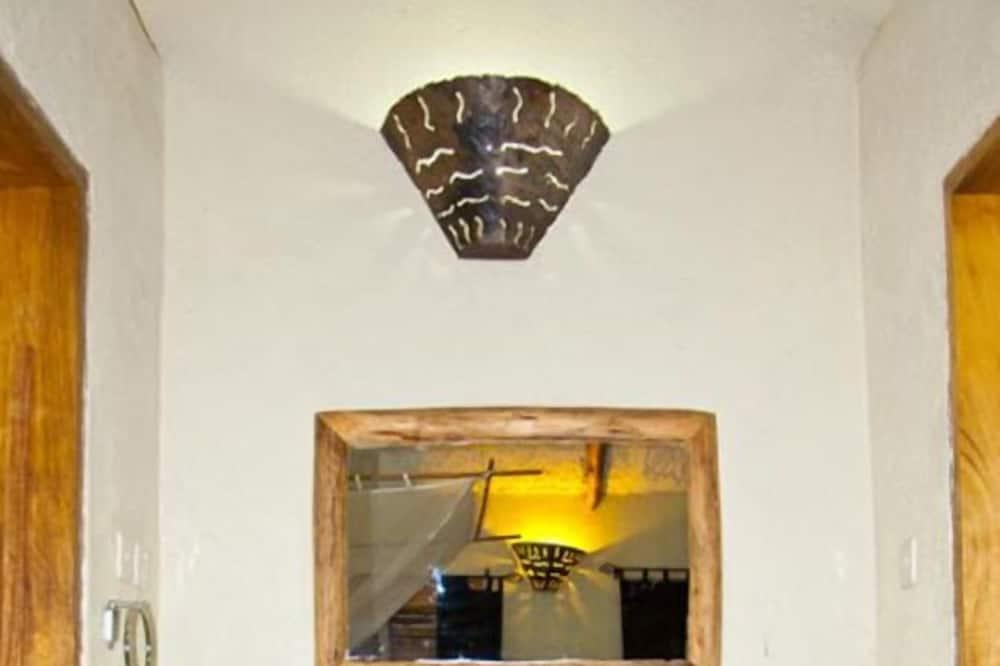 Liukso klasės kotedžas, vaizdas į sodą - Vonios kambario kriauklė
