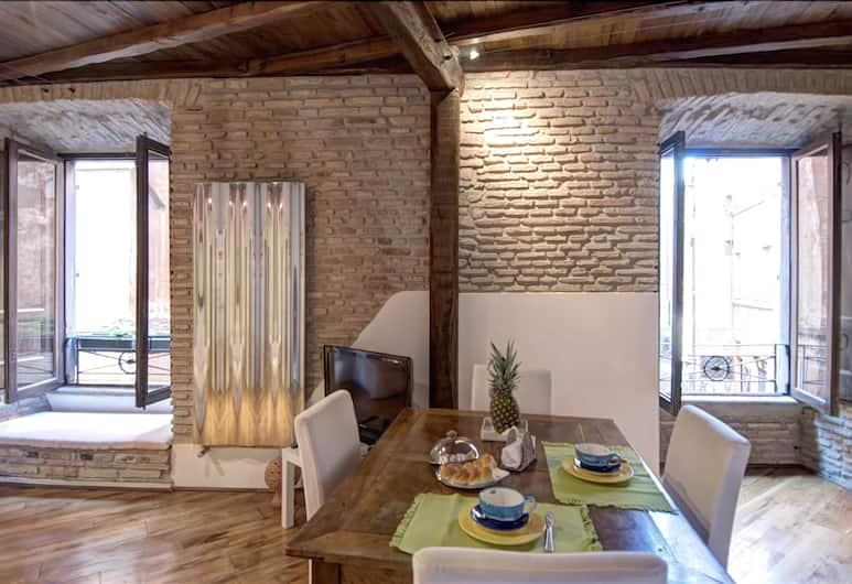 Elegant Halldis Apartment in City Center, Rome, Woonkamer