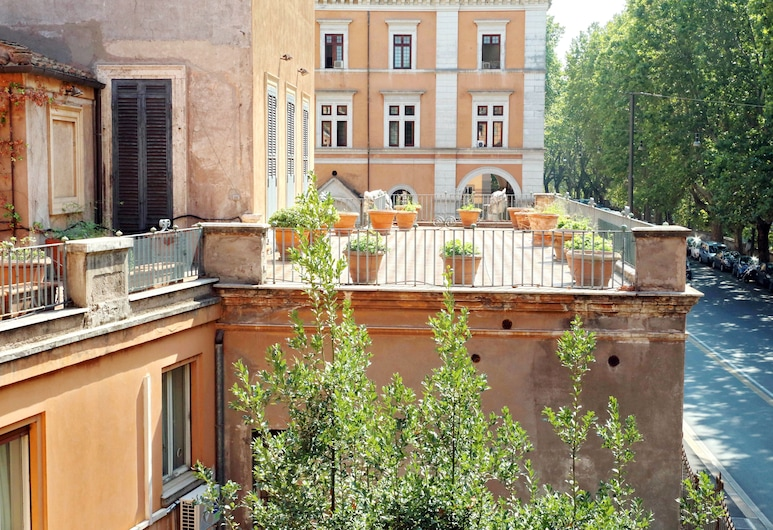 Huge and bright Halldis apartment with breathtaking view of the river Tiber (city centre), Rome, Apartment, Multiple Beds (Fiorentini/3737), Balcony