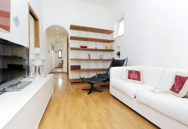 Bright one bedroom Halldis apartment close to St Peter's square., Rome