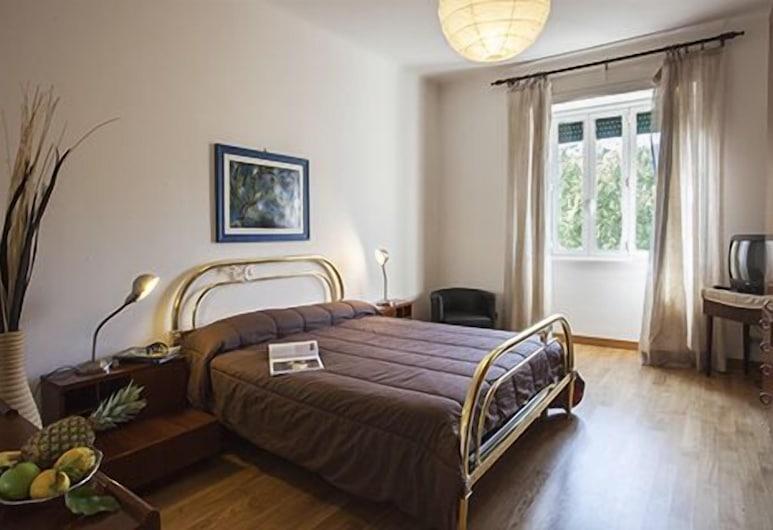 Beautiful Halldis apartment (70 sqm) close to Vatican, Rome, Værelse