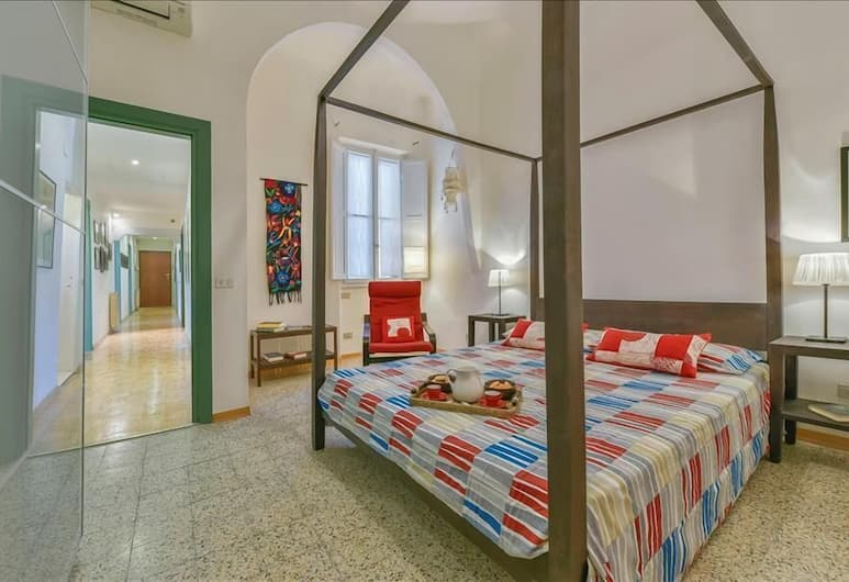Berenice - Large & modern 3 bedroom flat, located in Florence center, Florence, Apartemen, Kamar