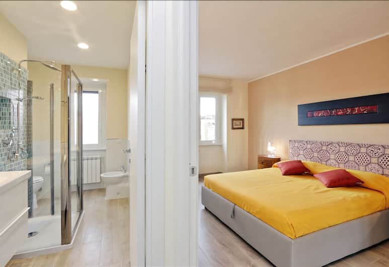 Bright and renovated, in Balduina district with terrace and a sunny big balcony, Rome, Room