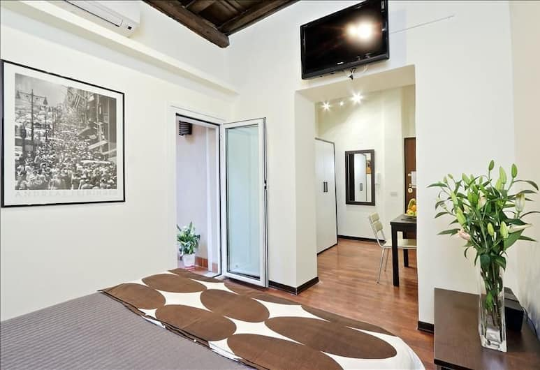Splendid Halldis studio in the heart of Trastevere (historic building, modern furniture), Rome, Tuba
