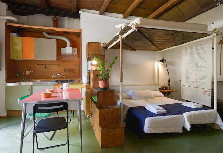 Pratello - Charming studio in city center, pedestrian area, Bologna, Camera