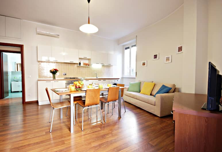 Spacious and comfortable Halldis apartment with four bedrooms, Rome, Apartmán, Obývačka