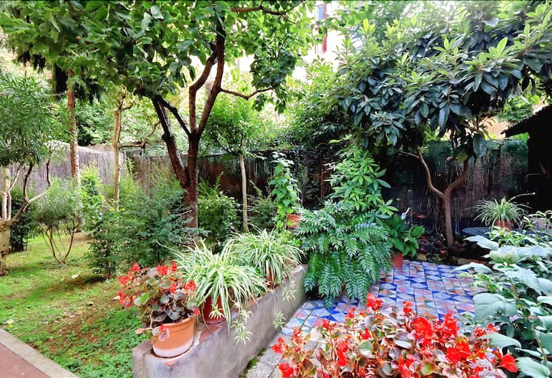 Lovely Halldis one bedroom with a beautiful private garden, Rome, Kawasan Hartanah