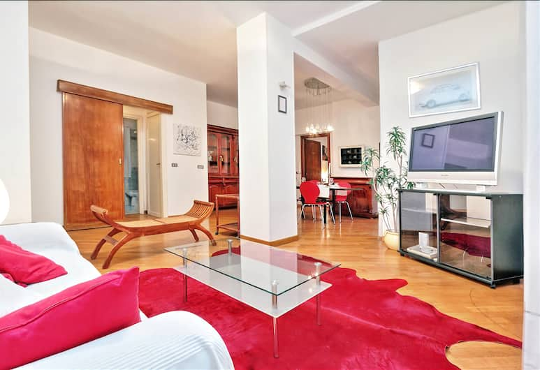 Comfortable, spacious and modern Halldis apartment with a terrace, Rome