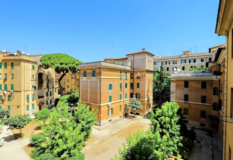 Colorful and vivid bright two-bedroom (120sqm) Halldis apartment, Rome, Appartement, Buitenkant