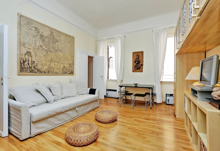 Cozy and bright Halldis apartment with amazing location, Rome, Appartement, Woonkamer