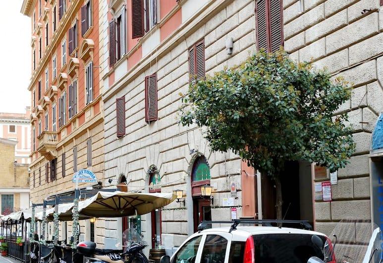 Cozy one bedroom Halldis apartment in the Salario neighbourhood, Rome, Apartment, Bahagian Luar