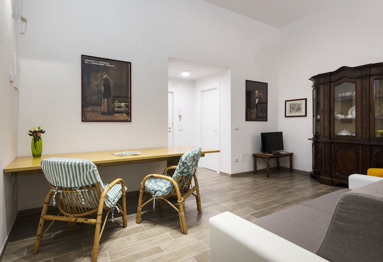 Serenity - Quiet apartment in Oltrarno area, steps from Palazzo Pitti, Florence, Salle de séjour