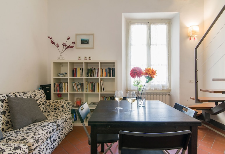 Della Scala Modern Apartment, Florence, Duplex, 2 Bedrooms, Living Area