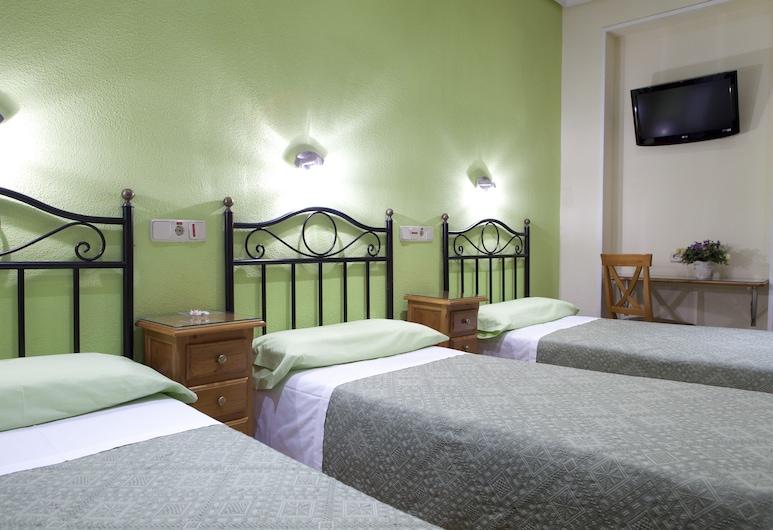 Ava Rooms, Madrid, Habitación triple, 3 camas individuales, baño privado, Habitación