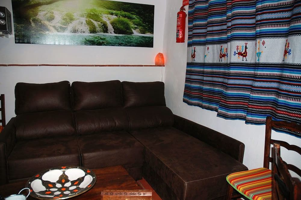 Basic House, 2 Bedrooms - Living Room
