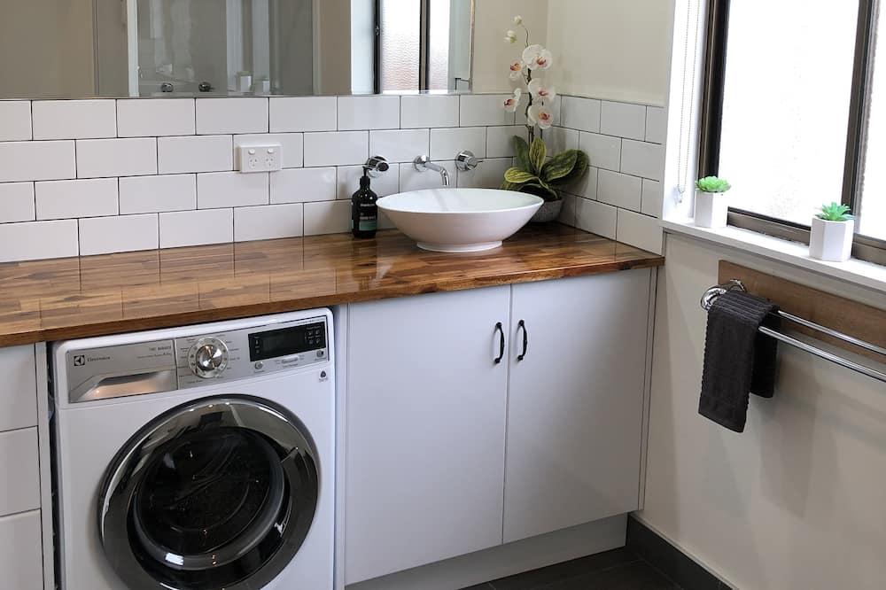 Departamento familiar, 2 habitaciones, para no fumadores - Lavabo en el baño