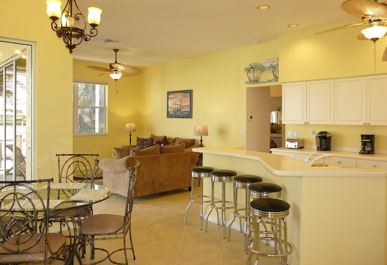 221 Landmark Street Holiday home 3, Marco Island