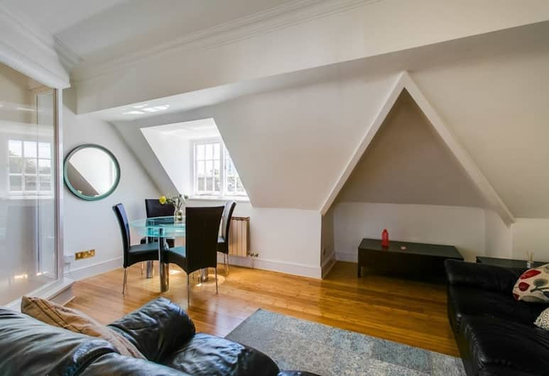 Quirky and Social 3 Bedroom Flat, London, Elutuba
