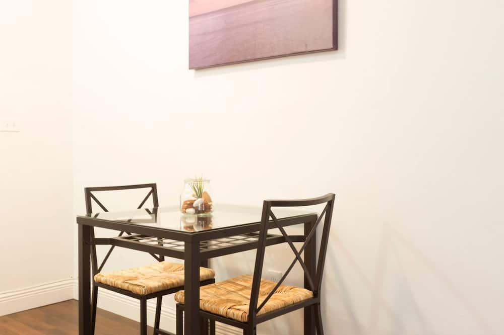 Apartmán, 1 veľké dvojlôžko s rozkladacou sedačkou, nefajčiarska izba - Stravovanie v izbe