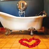 Executive Suite (Ebony) - Deep Soaking Bathtub