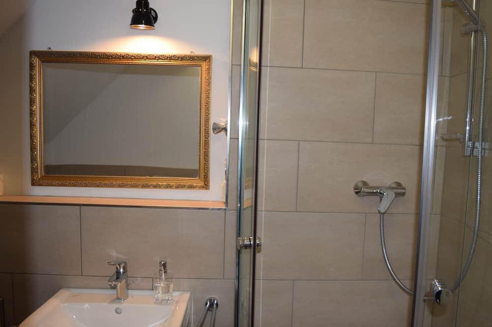 Comfort Apartment, Private Bathroom (W6) - Bathroom