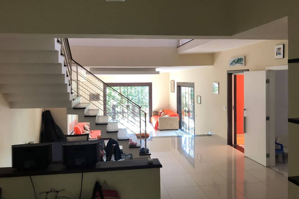 Beautiful and Modern House in Laranjeiras