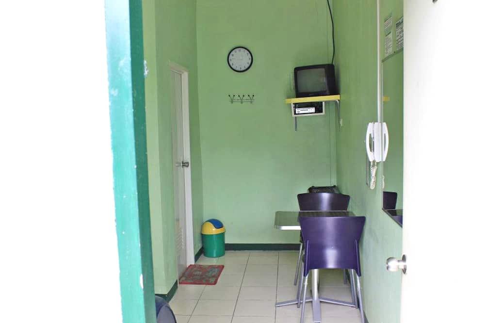 Standardzimmer - Essbereich im Zimmer