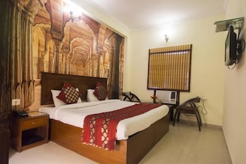 Enter your dates for our Agra last minute prices