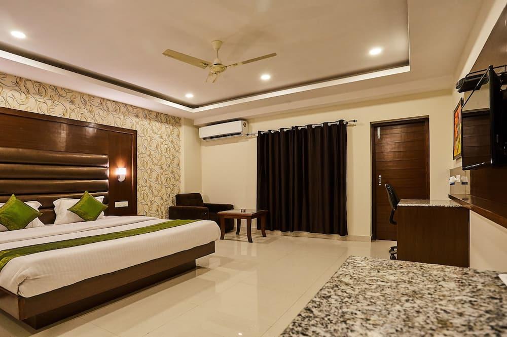 Premium Δωμάτιο, 1 King Κρεβάτι, Καπνιστών - Δωμάτιο επισκεπτών