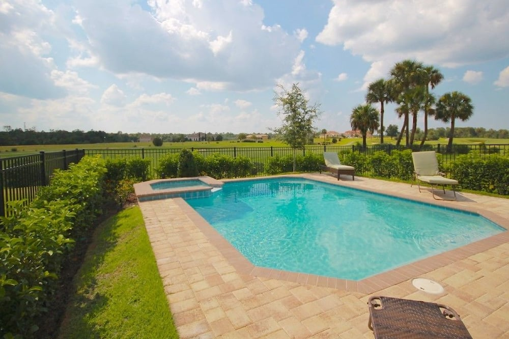 Familie villa, bubbelbad, aan tuin - Zwembad