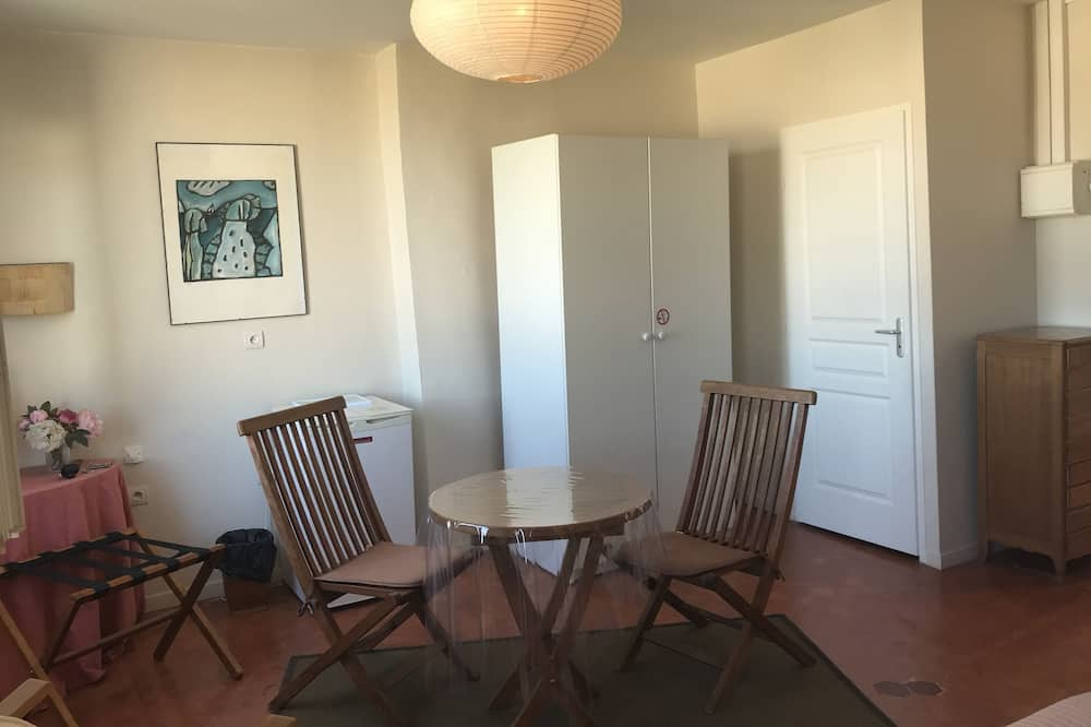 Double Room, 2 Twin Beds, Non Smoking - Living Area