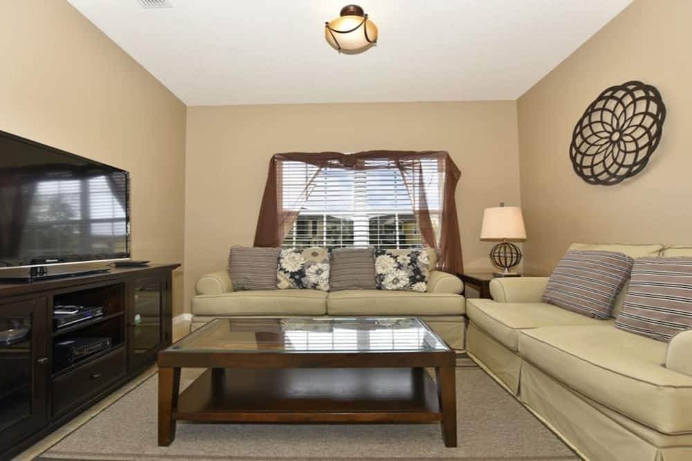 Family Townhome, Garden Area - Living Area