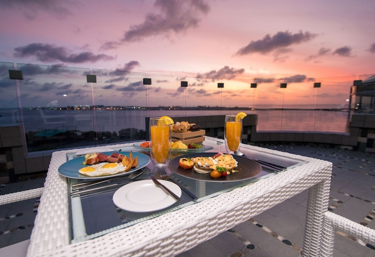 Samann Grand, Malé, Restaurante al aire libre